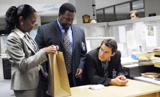 Sonja Sohn, Wendell Pierce y Dominic West en 'The Wire'