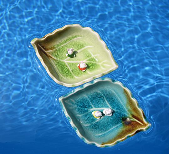 bunnies leaf water pool floating