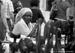 Entre culturas (By © Jesús Jiménez) Tags: people detalle byn portugal canon photography exterior jc braga jesús repúblicaportuguesa 450d canon450d canoneos450d kdd´s n309 kdd´svigo jesúsjiménezcarcelén estradanacional309 jesúsjcphotography