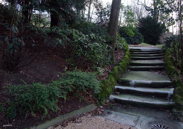 Toujours ces escaliers en imitation de bois