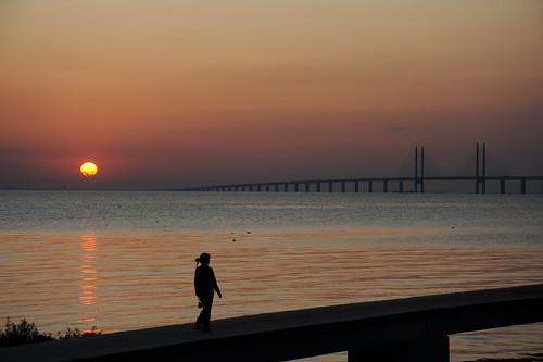 夕日とオーレスン橋