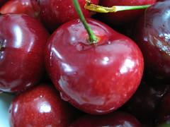 Cerezas. (dietadeporte) Tags: red espaa food rot fruit canon postre cherry dessert rouge spain rojo comida vermelho fruta frucht 2009 cereja cerise sobremesa kirsche cereza nachtisch rosado ciliegia frutto