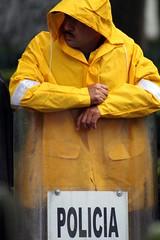 Poli (Julie Suarez) Tags: rain yellow police amarillo cop raincoat policemen impermeable lluviapicnik