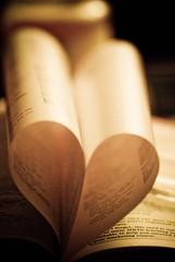 سهيت في صحفة كتابي لقيتك باول الأوراق, انا لاهي مع كتابي لقيتك كلك اوراقي (Nas t) Tags: 3 macro love hearts book nikon heart romance tamron 90mm d60