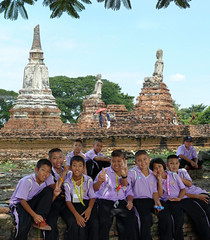 History lessons on spot! (Bn) Tags: topf50 peace respect teacher siam vsign ayutthaya outdooreducation thaiculture watphrasisanphet amazingthailand thaischool thaistudents 50faves loveandfriendship abigfave culturalactivities buddhistculture thaischoolkids historylessons formercapitalofthailand ruinesofayutthaya fallenkingdomofayutthaya respecful destroyingofayutthayain1767byburmesearmy studentslearnonspot positiveattituteofstudents peacelovefriendship outdoorschoollessons phlengchat