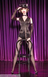 cabaret brunette