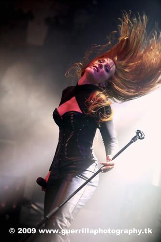 metal singer Simone Simons