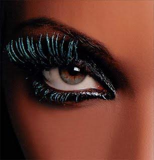 olhos maquiados halloween