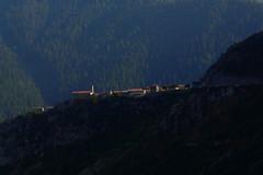 sur la crte (Jrme Briot) Tags: mountain montagne alpes village crete mercantour alpesmaritimes