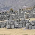 Cusco: Vista panorámica de los baluartes que conforman el Templo de Saqsaywaman, dedicado al Rayo (Illapa) y al Sol