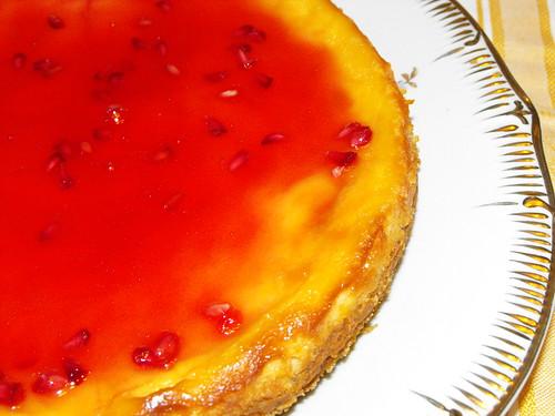 Cheesecake americano com compota de romã e alecrim