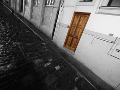 atea (ssasikume) Tags: door puerta perspective olympus vasco euskalherria basquecountry e30 pais aye paysbasque lekeitio lekitto lekitxo flickraward