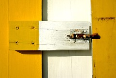 The Rusty Lock. (JM Andrade) Tags: wood white detail blanco yellow branco canon eos rust lock stripes stripe rusty amarelo riscas madeira ferrugem pormenor detalhe fechadura risca ferrugento 450d ferrugenta ilustrarportugal srieouro