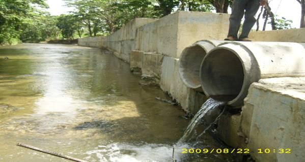 Rio Jaya, tubos de desague,jpg