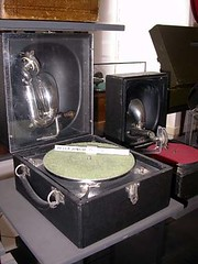 Tourne-disques05 Decca Junior (Geher) Tags: france radio de son musée sound museums orgues yonne enregistrement barbarie cylindres tournedisques stfargeau limonaires magnétophones