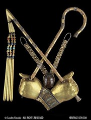 External Trappings of the Tutankhamun mummy (Golden Hands and Crook & Flail) (Sandro Vannini) Tags: archaeology death kingtut ancient egypt crook tutankhamun flail carnelian egyptians cairomuseum kv62 goldenhands heritagekey sandrovannini externaltrappings ankhkheperure