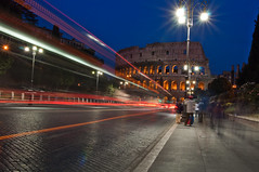 Estelas (zhiehl) Tags: street people italy rome roma night lights luces noche calle nikon italia gente coliseo colosseo d90 nikond90