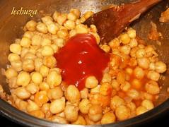 Garbanzos con chistorra-añadir tomate