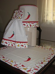 Pimentas! Bate Mo (com botes). Capa para galo de gua. Toalha 55 x 55 cm. (coisas_da_Li) Tags: casa mesa cozinha banho pimentas aplicao encomenda enxoval patchcolagem capaparagalodegua capaparabombona batemocombotesbatemo toalha55x55cm
