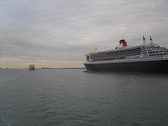 Queen Mary 2 (crwilliams) Tags: boats hampshire southampton date:month=october date:day=15 date:year=2009 date:hour=17 date:wday=thursday