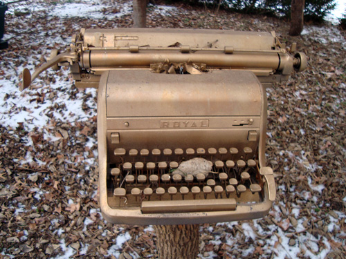 12-12-gold-typewriter