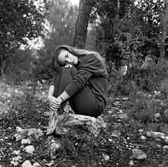 Si seulement on pouvait tenir la distance (lizardking_cda) Tags: hasselblad medium moyen format film analog ilford delta400professionaldp400 portrait model photoshoot shooting beautiful belle woman femme fille girl nice france côte azur riviera smile sourire laugh rire melancholy mélancolie spleen mood sad triste chercherlafemme eoshe love amour legs jambes jeans bw nb fall automne autumn forest forêt bois wood barefoot hill colline cloudy tree arbre parc park vinaigier feuilles leaves russian fashion romantic romantique