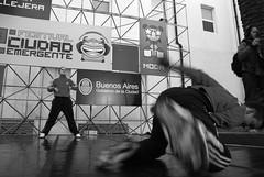 Break Dance ( [Gustavo Danasini]  GusRasta) Tags: blackandwhite bw white black blancoynegro blanco dance nikon raw break nef d negro ciudad dancer gustavo breakdance niki 2009 baile breakdancer callejero d80 emergente nikid nikond80 ciudademergente gusrasta gustavodanasini danasini