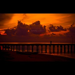 Hold Out Your Hand (Azhar Isa) Tags: sunset nikon couple moment magicmoment mersing pasangan dukustreet