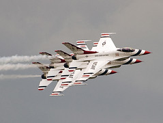 "U.S. Air Force - 57th Wing - ""Thunderbirds"" Lockheed Martin F-16 Fighting Falcon (Harry Gaydosz) Tags: ohio airplanes oh thunderbirds usaf usairforce youngstown f16fightingfalcon thunderoverthevalley2009"