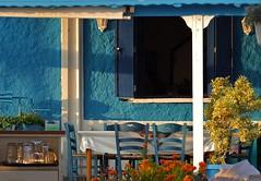 blue-white composition (Winfried Veil) Tags: blue white wall table restaurant chair paint veil chairs wand patio greece veranda porch blau tisch griechenland farbe bluewhite winfried stuhl tischdecke abendsonne weis vordach porchroof stühle marathopoli mobilew blauweis winfriedveil gaststätte