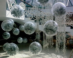 White Christmas Balls Gravity (Puerto de la Cruz)