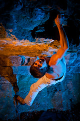 Terminator (naturalbornclimber) Tags: blue red orange color colour ctb contrast fight boulder climbing scream bouldering terminator kontrast farbe gel klettern cto extrem schmerz folie kampf schrei strobist