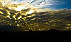 Cielos de Extremadura / Sky Extremadura (sordojr) Tags: sunset shadow sky naturaleza building art nature field silhouette plane canon landscape atardecer is wire spain power arte shot dusk edificio sombra paisaje cable powershot badajoz cielo campo paranoia avion extremadura aeroplano sx100 pacense sx100is sordojr paranoiart paranoiadelarte paranoiarte