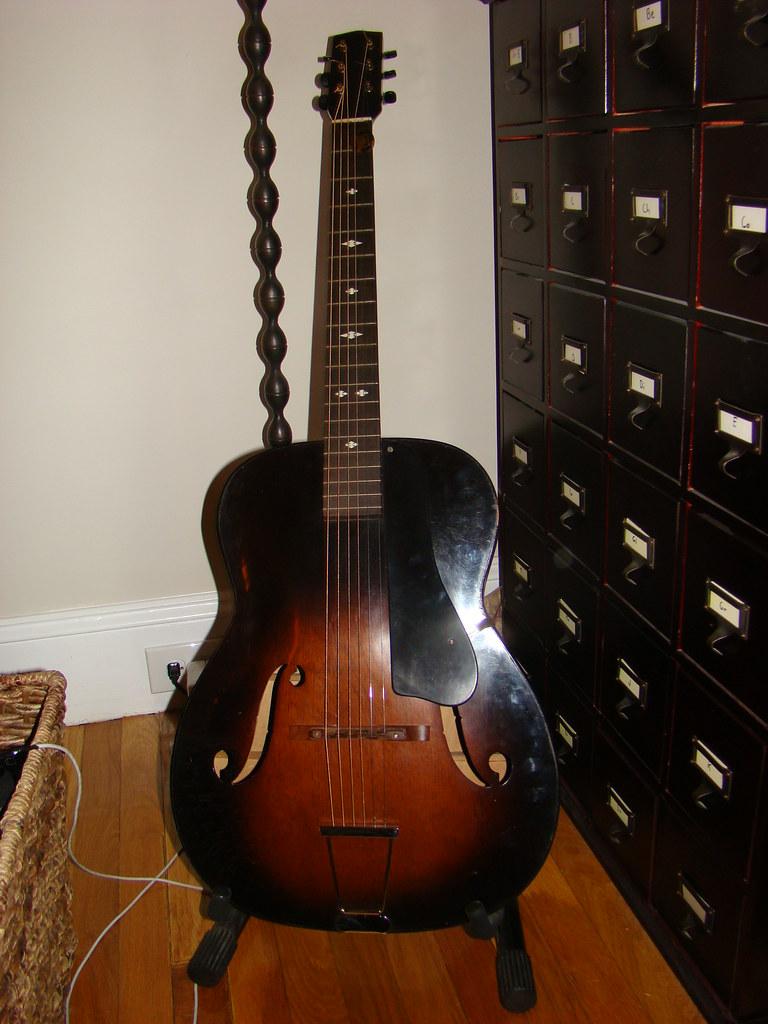 Regal Acoustic Guitar Motor Arcade