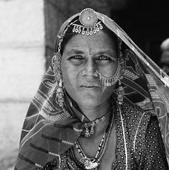 Desert woman, Rajasthan. (ndnbrunei) Tags: travel blackandwhite bw india 120 6x6 tlr film rollei mediumformat square kodak bn mf jaisalmer rajasthan xenar rolleicord classicblackwhite analoguephotography autaut rolleigallery ndnbrunei tmy2 kodak400tmy2 50yearoldcamera ilovemyrolleicord