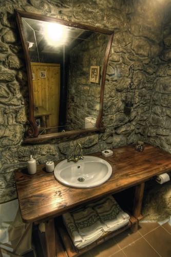 Cabaña de Piedra La Silla de la Reina -Treceño - Cantabria - Baño