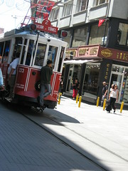 avanti c' posto! (terevinci) Tags: city travel urban holiday colors turkey asia gente tram istanbul ayia 2009 istambul turkije turquia vacanze citt tyrkiet turchia rotaie turkki turkia turkiet tyrkia tyrkland