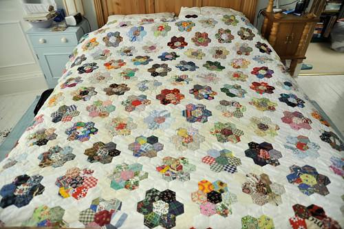 Grandmother's Flower Garden quilt 2 - a photo on Flickriver : grandmothers garden quilt - Adamdwight.com