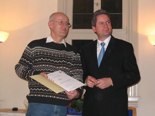 Erhard Renz erhält Landesehrenbrief von Landrat Wilkes