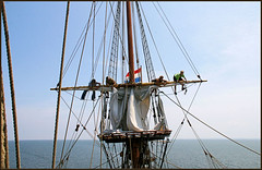 What to do? (SRApix) Tags: seascape yard river ship horizon maryland crew mast tallship stmarys furl visittheworld lovephotography shipsofsail homersiliad ropesandboats travelsofhomerodyssey fightingtop classicsailings