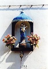 Burano (Valt3r Rav3ra - DEVOted!) Tags: film statue 35mm xpro xprocess nikon kodak crossprocess venezia colori burano nikonf90x analogico elite100 madonnine valt3r