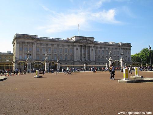Buckingham Palace Far