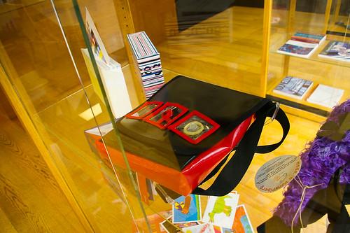 Эксклюзивная сумка для любительницы легкого перепихона. Дерматин, плексиглас, Durex. (Цену не помню)