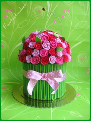 Torta Mazzo di Rose / Bouquet of Roses Cake (Fantasticakes (Ccile)) Tags: flowers roses bee bunch bouquet rosas sugarflowers mazzodirose tortasdecoradas bolosartisticos pastadizucchero tortedecorate