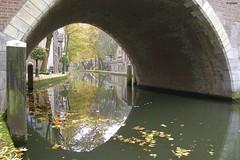 Glimse bridge (~Stichter~) Tags: bridge autumn holland reflection water netherlands canal utrecht herfst nederland brug gracht oudegracht reflectie glimse doorkijkje stigter