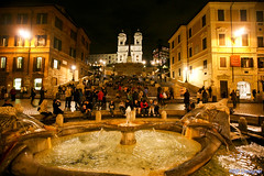 Praa da Espanha - Piazza di Spagna (rbpdesigner) Tags: plaza light italy rome roma slr luz church fountain stairs canon square religious lights luces europa europe mediterranean place lumire platz faith iglesia piazzadispagna igrej
