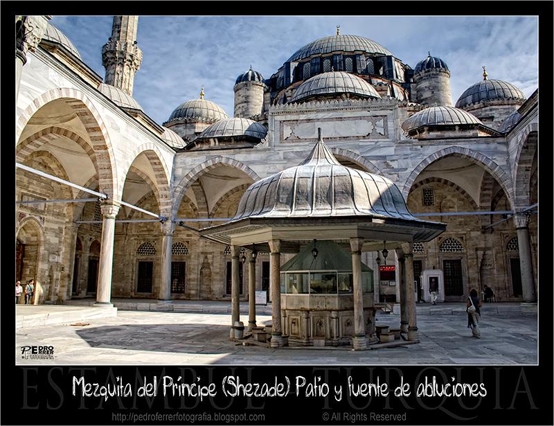 Mezquita del Principe (Shezade Mosque) - Patio y Fuente de Abluciones