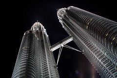 Malaysia Icon: Twin Towers (stardex) Tags: city light building tower architecture night skyscraper canon capital twin skybridge icon sparkle twintowers tall kualalumpur stardex