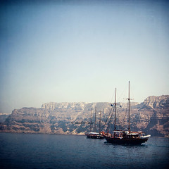 On Board, Captain ! (Sachie Nagasawa - somewhair) Tags: voyage trip travel sea mer texture port square island nikon ship tokina santorini greece bateau santorin 1224mm cyclades grece sachie aphotoaday nagasawa athinios d80 365project somewhair hantenshi lifypoem