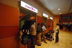 一大早到Makassar買機票! (eric2003002) Tags: nikon toraja 1224mmf4 d80